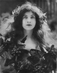 via Maude Fealy est une actrice américaine. Maude Fealy was an American stage and silent film actress whos. Antique Photos, Vintage Pictures, Vintage Photographs, Old Pictures, Vintage Images, Old Photos, Silent Film, Belle Epoque, Timeless Beauty