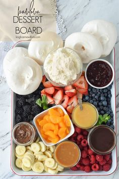 Pavlova Dessert Board is a twist on a classic dessert! Crisp and chewy mini pavlovas served along side chocolate sauce, caramel and fruit! Make your own and enjoy! Christmas Lunch, Christmas Cooking, Christmas Recipes, Christmas Crafts, Xmas Desserts, Plated Desserts, Trifle Desserts, Mini Pavlova, Pavlova Cake