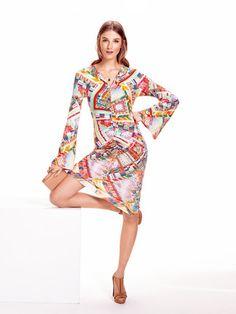 burda style, Schnittmuster - Kleid mit langen, ausgestellten Ärmeln und gerafften Nähten, Nr. 122 aus 06-2015 und zum Download. Foto: Sven Hedstrom