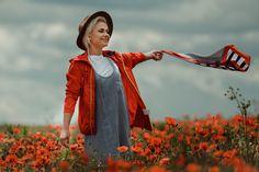 Dupa 6 ani de fotografie, am reusit, in sfarsit, sa realizez prima sedinta foto intr-un camp de maci. Am fost norocos ca modelul meu sa fie Sasha Borona si feelingul meu este ca am facut o echipa buna! Sedinta foto s-a desfasurat intr-un camp de maci din localitatea Buftea #photoshooting, #spring, #poppies, #poppiesphotoshootingideas, #beauty, #lovelygirl, #photoshootingideas #redflowers #girlwithhat, #photographer #maci, #sedintafotomaci #campcumaci Atelier
