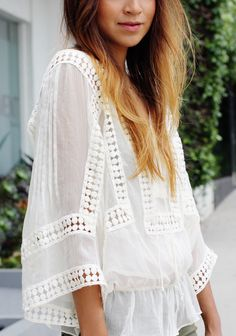 Nowadays bohemian and printed white tops are becoming a rage as there is a plethora of styles and cuts that make the boho tops appeal to. Mode Hippie, Mode Boho, Vogue Fashion, Look Fashion, Womens Fashion, Blouse Ethnique, Feminine Mode, Estilo Hippy, Looks Style