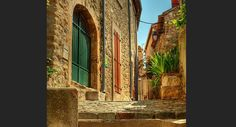 Minerve, Languedoc-Roussillon : Le détail du câble électrique