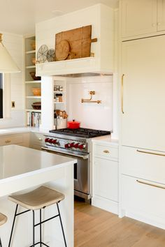 A clean, fresh, and modern farmhouse renovation with two islands and built-in pantries create the perfect complement to the farm life. With lots of light and warm tones, it's the perfect update that's reminiscent of the house's original charm! | wyseguide.com #farmhouse #renovation #lightandbright #kitchenrenovation Kitchen Mantle, Kitchen Redo, Kitchen Dining, Kitchen Ideas, Farmhouse Renovation, Farmhouse Remodel, Built In Pantry, Kitchen Hoods, Modern Victorian