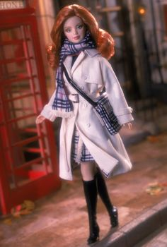 Burberry® Barbie. Limited Edition. RD:6/1/2001.  PC:29421.