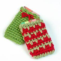 Crochet Gift Card Holder Pattern | www.petalstopicots.com.  FREE PATTERN 12/14.