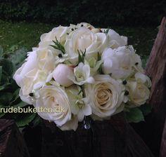 Brudebuket bundet i Avalanche rose, pæon, dendrobium orkide og ornitogalum Arabicum.