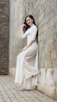 little white lies Vietnamese Clothing, Vietnamese Dress, Pretty Asian Girl, Beautiful Asian Women, Ao Dai, Muslim Fashion, Women's Fashion, Traditional Dresses, Asian Woman