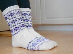 Maaliskuuta ei ole kulunut kuin vähän reilu viikko ja nyt jo maaliskuun sukat ovat valmiit. Ravelryn Kahelien KALien sukkahaasteessa maalisk...