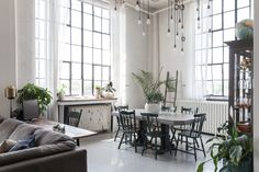 home-crush-black-and-white-loft-toronto