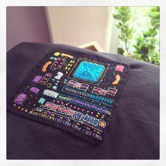 先日購入した 刺繍する犬さん @stitchdog_geek の基盤刺繍長袖Tシャツ。細かさはもちろんのこと色が本当に美しいです。刺繍する犬さんのインスタにはかっこいいギークな刺繍作品が沢山載っていてショップもお持ちです。悪いことは言わない、フォローしましょう。 Look at this beautiful circuit board hand embroidery on the black T-shirt!! I recently bought it from a Japanese artist, @stitchdog_geek. If you like it, you should follow her Instagram! There are a bunch of her geeky hand-stitched art work! She also has a shop. #embroidery #art #geek #handstitched #circuitboard #tshirt
