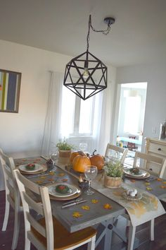 fall table decor ideas,fall tablescape with simple and low cost ways to decorate for the holidays. Gold accents, rustic elements with calm and warm neutrals. A dining room ready for fall and thanksgiving. Filled with DIY and fall crafts projects.