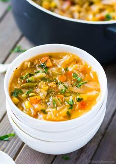 No oil quick and healthy vegetarian cabbage soup for cabbage soup diet plan Vegetarian Cabbage Soup, Cabbage Soup Diet, Cabbage Soup Recipes, Diet Soup Recipes, Healthy Recipes, Healthy Soup, Healthy Foods To Eat, Vegan Soup, Healthy Protein