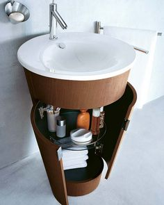 Pedestal sink with wrap around storage - 31 Creative Storage Idea For A Small Bathroom Organization Shelterness Small Space Bathroom, Small Bathroom Organization, Small Bathrooms, Small Baths, Small Sink, Narrow Bathroom, Bedroom Organization, Bad Inspiration, Bathroom Inspiration