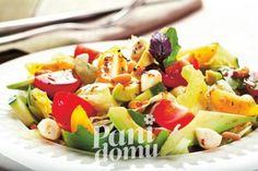 Sałatka z awokado i mozzarellą