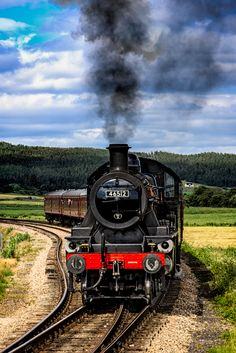 The Strathspey Steam Railway runs from Aviemore to Broomhill via Boat of Garten. Cairngorms National Park, Steam Railway, Bonde, Inverness, Steam Locomotive, Scottish Highlands, Edinburgh, Scotland, National Parks