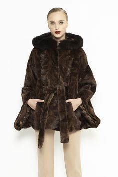 Mink fur coat for women. This fur coat is made from mink fur, it is a luxury product with a stylish design that fits perfectly in this season's trends.