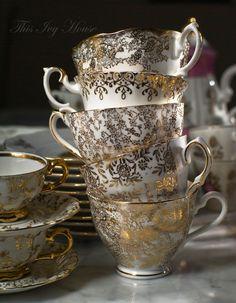 Gold and white tea cups Tea Cup Set, My Cup Of Tea, Tea Cup Saucer, Teapots And Cups, Teacups, Chocolate Pots, High Tea, Afternoon Tea, Tea Time