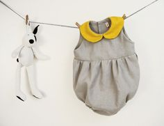 Baby girl romper in pure grey linen with yellow por robedellarobi