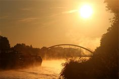 sunset sky bridge -  sunset sky bridge free stock photo Dimensions:2509 x 1673 Size:0.52 MB  - http://www.welovesolo.com/sunset-sky-bridge/