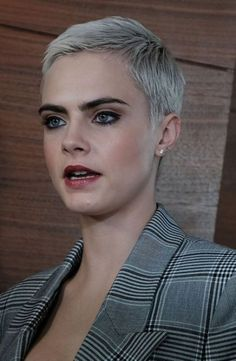 Pixie Hairstyles 19018 Super short hair fashion: 10 models just for you. - Page 4 of 5 - Hairstyles for women Short Pixie Haircuts, Pixie Hairstyles, Short Haircut, Cool Hairstyles, Short Grey Hair, Very Short Hair, Short Hair Styles, Cara Delevingne, Great Hair
