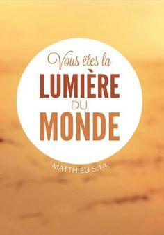 Vous êtes la lumière du monde. Une ville au sommet d'une colline n'échappe pas aux regards.  Matthieu 5:14 BDS