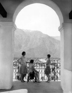 like a girl: Photo Rancho Mirage, Man Images, Magnum Photos, Girl Dancing, Girls Be Like, Historical Photos, Palm Springs, Great Photos, Beverly Hills