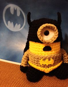 Batman Minion PDF Pattern Crochet for Amigurumi Doll by JAMigurumi .it's not a free pattern Batman Crochet Hat, Minion Crochet, Crochet Amigurumi, Amigurumi Patterns, Amigurumi Doll, Crochet Dolls, Crochet Patterns, Minions, Batman Minion