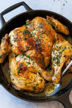 Roasted Garlic Butter SpatchCock Chicken - Crisp and juicy at the same time, this easy chicken dinner is so amazing (keto garlic chicken recipe) Chicken Crisps, Oven Chicken Recipes, Baked Chicken, Cooking Recipes, Butter Chicken, Chicken Legs, Cast Iron Chicken Recipes, Roast Chicken Recipes For Dinner, Spatchcock Chicken Grilled