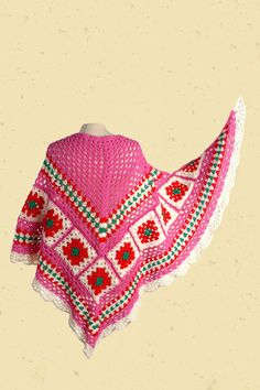 handgehaakte omslagdoek met granny-squares en bloemen