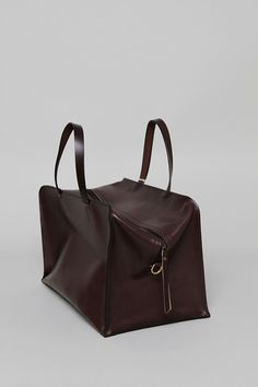 Overnight Bag - Dark Brown Bridle. I would definitely take this with me.