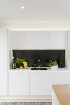 saarekekeittiö Kitchen Interior, Kitchen Design, Scandinavian Interior, Beautiful Space, Home Decor Inspiration, Warm And Cozy, Kitchen Cabinets, Rustic, Modern