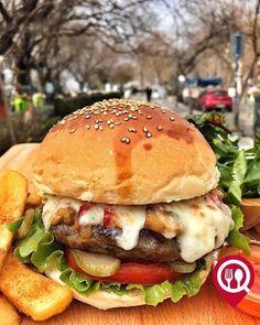 """Special Burger - Black House Moda / İstanbul ( Kadıköy - Moda )  Çalışma Saatleri 08:00-02:00  0 216 318 39 47  31  Alkollü Mekan  Paket Servis Yok  Multinet Ticket Sodexo Yok  Açık Alan Var  Otopark Yok DAHA FAZLASI İÇİN YOUTUBE """"YEMEK NEREDE YENİR"""" ABONE OL"""