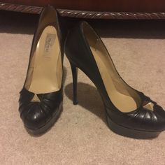 Valentino heels Valentino heels! Size 36... Beautiful, I just need to clean my closet Authentic... No box or card... Valentino Shoes Heels