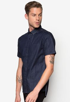 There's literally nothing that can go wrong with wearing a denim piece, so opt for this delightful 24:01 creation. Complete with a sleek monocoloured tone on comfortable cotton fabric for some easy breezy action, embrace your new found confidence walking down the streets in this piece.  - Cotton - Collared neckline with front button fastening - Short sleeves - Relaxed fit - Unlined