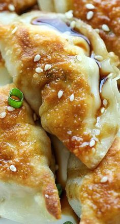 Potstickers are unbelievably easy to make. Best of all, they're freezer-friendly, perfect for those busy weeknights! Whenever I have a chance, I make huge batches of potstickers. Think Food, Love Food, Butter Chicken Rezept, Sesame Chicken, Garlic Chicken, Korean Chicken, Korean Beef, Cuban Chicken, Fried Chicken