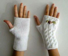The Effective Pictures We Offer You About handstulpen stricken sockenwolle A quality picture can t Knitted Mittens Pattern, Knitting Socks, Free Knitting, Baby Knitting, Knitting Patterns, Knitting Wool, Fingerless Gloves Knitted, Mittens, Tricot Facile