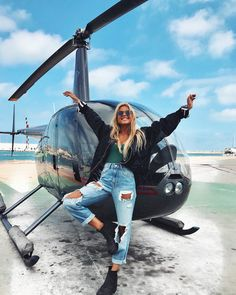 desde otra perspectiva 🚁 Increíble experiencia tuvimos ayer con # from another perspective 🚁 Amazing experience we had yesterday with 💥🤘🏻 Rich Lifestyle, Luxury Lifestyle, Holiday Pictures, Private Jet, Luxury Travel, Dubai Travel, Life Is Good, Fighter Jets, Photoshoot