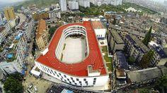 La piste d'athlétisme sur le toit d'une école à Tiantai, en Chine