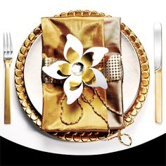 Now that's a place setting. I love the golden details. The napkin looks like a clutch.