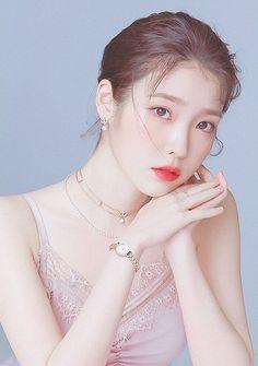 Korean Makeup, Korean Beauty, Asian Beauty, Cute Korean Girl, Asian Girl, Iu Hair, Japonese Girl, Girl Artist, Idole