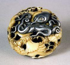 Netsuke Inro - manju- unsigned (ryusa-style, ivory with metal octopus)