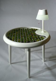 What if your lamp and laptop could be powered by plants? Read more: Biophotovoltaic Moss Table Generates Electricity Through Photosynthesis Biophotovoltaics Moss Planter Table – Inhabitat - Sustainable Design Innovation, Eco Architecture, Green Building Cool Ideas, Mousse, Eco Architecture, Deco Originale, Planter Table, Ideas Geniales, Schaum, Photosynthesis, Decoration Table