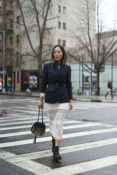 El street style se vuelve diplomático: el estampado pinstripe triunfa en las calles