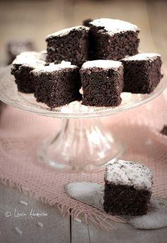 Negresa de post cu rom Brownie Cupcakes, Sweets, Desserts, Vegans, Brownies, Modern, Fine Dining, Tailgate Desserts, Cake Brownies