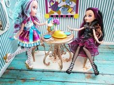 Ever After High Madeline Hatter Tea Party Room Tutorial. Although my daughter doesn't collect. The ideas for the beds are great. The blonde in the pic.