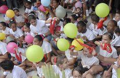 Niños de los talleres artísticos demuestran su entusiasmo por el proyecto. Fotorreportaje de GILBERTO RABASSA VÁZQUEZ
