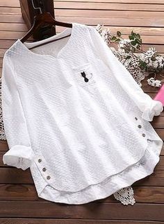 Embroidery Cat Hollow Out Loose Cotton Shirt for Women can cover your body well, make you more sexy, Newchic offer cheap plus size fashion tops for women. Shirt Embroidery, Flower Embroidery, Embroidery Fashion, Embroidered Blouse, Plus Size Blouses, Mode Inspiration, Blouse Designs, Blouses For Women, Plus Size Fashion