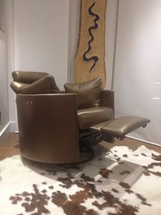 Modern electric recliner - stylish and sexy in metallic bronze leather. It also swivels and rocks. Oh and itu0027s comfortable too. & Twice as much fun - these two contemporary electric recliner ... islam-shia.org