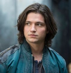 Lover of Bellamy Blake and Finn Collins. Bellamy and Octavia family bond, Finn and Bellamy Bromance. Thomas Mcdonell, Le Rosey, The 100 Show, Crush Love, Riverdale Memes, Kissing Booth, Male Beauty, Pretty Boys, Favorite Tv Shows