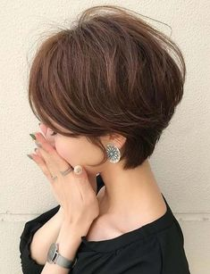 30 Fabulous Short Haircuts & Hairstyles Ideas for 2018. Do you love to wear short haircut styles? Here you may find easily best ideas of short hairstyles and haircuts for trendy and cutest hair looks in 2018. See which one short hair is best fit for you and choose one of the best style to get most attractive ideas of short hairstyles in 2018. These are easy short haircuts for you to create in these days.